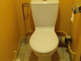 WC AVANT: Salle de bains de style  par CLAI