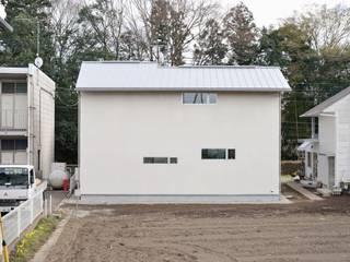 Casas modernas de アトリエdoor一級建築士事務所 Moderno