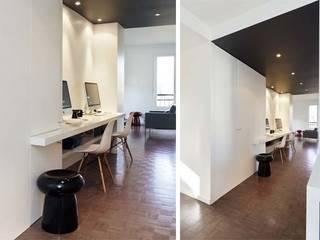 Un appartement qui respire: Couloir et hall d'entrée de style  par a-sh