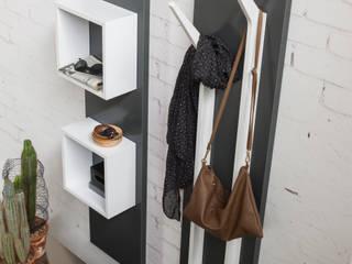 Magnetika system - soluzioni ingresso: Ingresso, Corridoio & Scale in stile  di Ronda Design