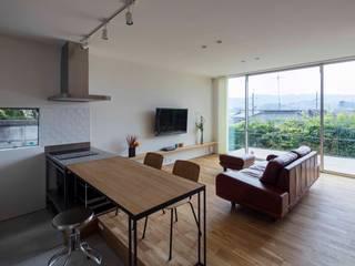 现代客厅設計點子、靈感 & 圖片 根據 arbol 現代風