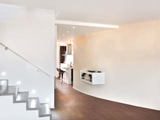 Duplex Clichy La Garenne: Couloir et hall d'entrée de style  par a-sh