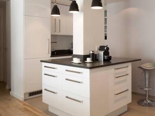 ATELIER FB Modern style kitchen