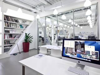 Oficinas y Tiendas de estilo  por ООО 'Студио-ТА', Industrial
