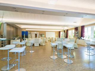 Eichenparkett frisch renoviert mit LOBADUR WS 2K Supra:  Gastronomie von LOBA GmbH & Co. KG