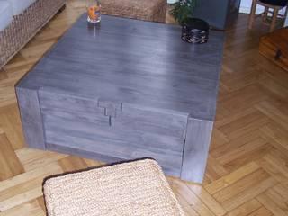 Table basse grise en bois de palette.:  de style  par La Fée rabote