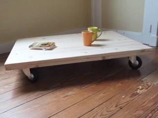 Table basse en bois de palette.:  de style  par La Fée rabote