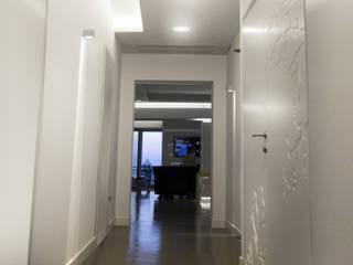 HOME White Coral CASTIELLOproject Ingresso, Corridoio & Scale in stile minimalista