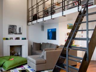 Ruang Keluarga Modern Oleh ATELIER FB Modern