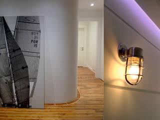 Apartament Waterlane Gdańsk Nowoczesny korytarz, przedpokój i schody od Ostańska design Nowoczesny