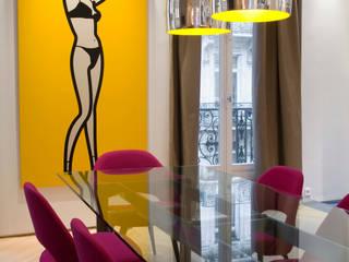 Appartement d'un collectionneur d'art contemporain-Paris-17e Salle à manger moderne par ATELIER FB Moderne
