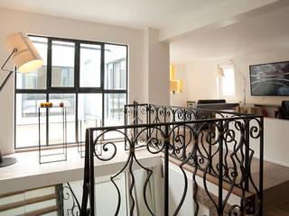 ATELIER FB Modern corridor, hallway & stairs