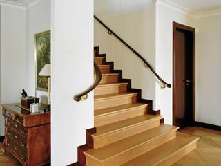 Klassische Treppen Klassischer Flur, Diele & Treppenhaus von Aufleiter & Roy GmbH Klassisch