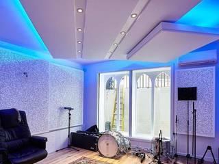Acondicionamiento acústico de un estudio de grabación SPIGOGROUP Estudios y despachos de estilo minimalista