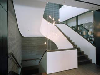 Klassische Treppen Moderner Flur, Diele & Treppenhaus von Aufleiter & Roy GmbH Modern