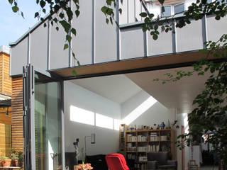 Extension et aménagement d'une maison de ville : Maisons de style de style Moderne par F. DEMAGNY ARCHITECTE