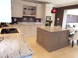 Kitchens made in Harrogate by Inglish Design od INGLISH DESIGN Klasyczny