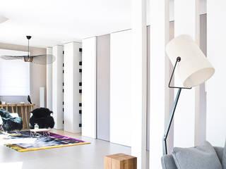 Appartement carte blanche Salon moderne par Anne-Maud & Natacha Moderne