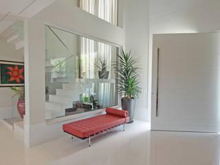 Corridor and hallway by ALME ARQUITETURA, Classic