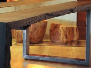 Stół z czarnego dębu: styl , w kategorii  zaprojektowany przez Old Wood Design,
