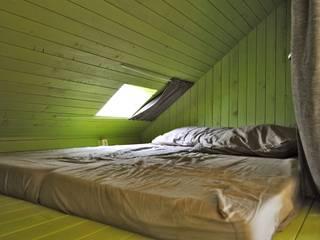 Trek-in - duurzame Trekkershut:  Slaapkamer door Kristel Hermans Architectuur