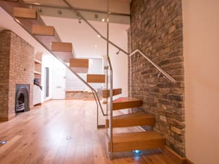 Modern Glass and Oak Floating Stairs by Railing London Ltd Сучасний