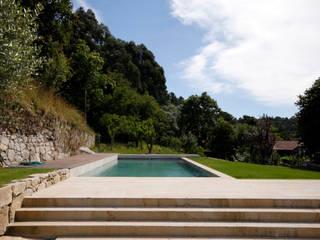 Albercas rústicas de Branco Cavaleiro architects Rústico