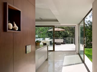 Kitchen by MICHEAS ARQUITECTOS