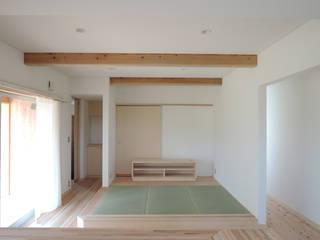 篠田 望デザイン一級建築士事務所 Salones rústicos de estilo rústico