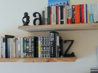 Floating Book Shelves de Something Wood Rústico