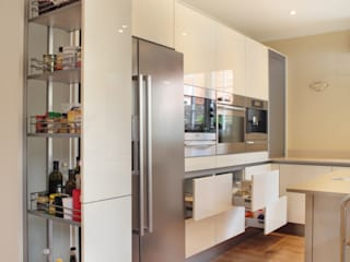 Minimalist High Gloss Contemporary Kitchen Кухня в стиле модерн от in-toto Kitchens Design Studio Marlow Модерн