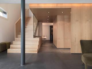 Haus S Moderner Flur, Diele & Treppenhaus von nimmrichter architekten ETH SIA AG Modern