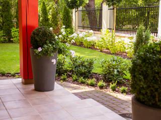 """Ogród """"Pod Jabłonią"""": styl , w kategorii Ogród zaprojektowany przez Miejskie Ziele"""