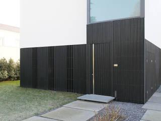 Eingang Einliegerwohnung: minimalistische Häuser von form A architekten