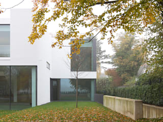 Gartenansicht: minimalistische Häuser von form A architekten