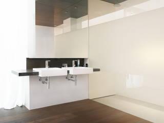 Elternbad form A architekten Minimalistische Badezimmer