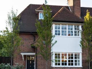 Rotherwick Road - Hampstead Garden Suburbs 'Arts & Crafts' House TG Studio Casas modernas: Ideas, imágenes y decoración