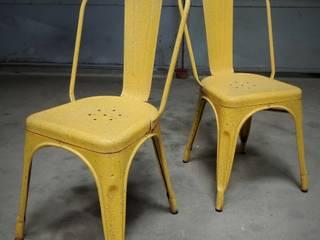 """Paire de chaises Tolix """"A"""" des années 50: Cuisine de style  par Martin La Brocante"""