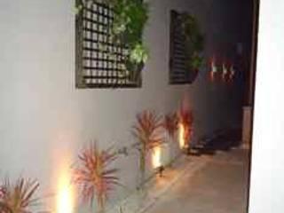 Eklektyczny ogród od Kátia Borges - arquitetura+interiores Eklektyczny