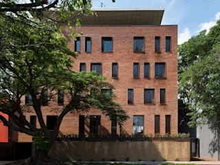 Casas  por Alvaro Moragrega / arquitecto, Industrial