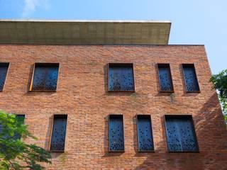 Industriële huizen van Alvaro Moragrega / arquitecto Industrieel