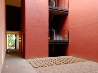 Corredores e halls de entrada  por Alvaro Moragrega / arquitecto, Industrial
