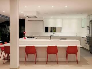 Cocinas de estilo moderno por Hurban Liv Arquitetura & Interiores