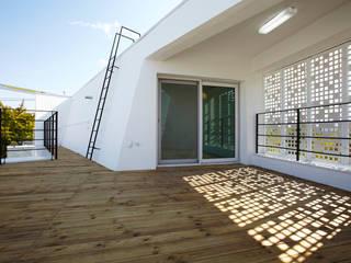 Modern balcony, veranda & terrace by 스마트건축사사무소 Modern