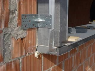 Blocco per Isolamento serramenti:  in stile  di Sicurtecnica