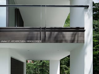 ポーチ~035カルイザワハウス モダンデザインの ガレージ・物置 の atelier137 ARCHITECTURAL DESIGN OFFICE モダン