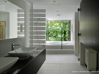 洗面脱衣室~035カルイザワハウス: atelier137 ARCHITECTURAL DESIGN OFFICEが手掛けた浴室です。