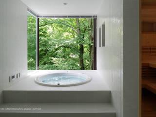 浴室~035カルイザワハウス: atelier137 ARCHITECTURAL DESIGN OFFICEが手掛けた浴室です。