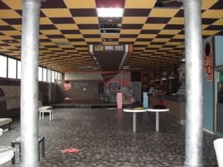 Le foto del prima: Bar & Club in stile  di ArchitetturaIN