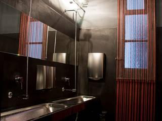 """Bathroom """"Somos lo que comemos"""" Simona Garufi Baños de estilo industrial"""